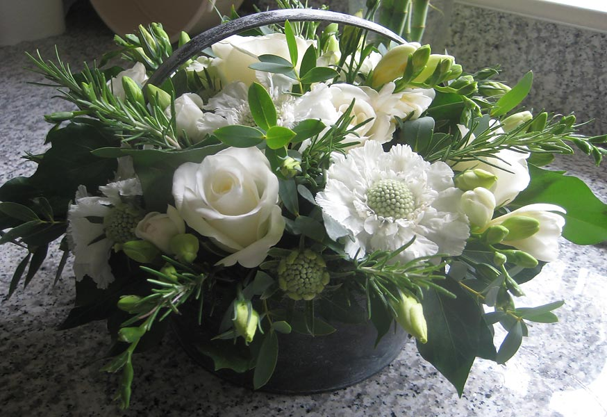 Paperwhite flowers wedding flowers harrogate wetherby north yorkshire paperwhite flowers design to order bespoke hand tied bouquets and gifts of flowers for any occasion or just for your home mightylinksfo Images